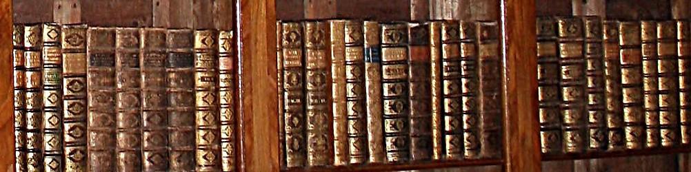 Veszprémi Érseki Könyvtár:A könyvtár állománya az egyházmegye püspökeinek könyveiből, a Káptalani Könyvtárból és az 1952-ben megszüntetett Papnevelő Intézet könyvtárából áll.