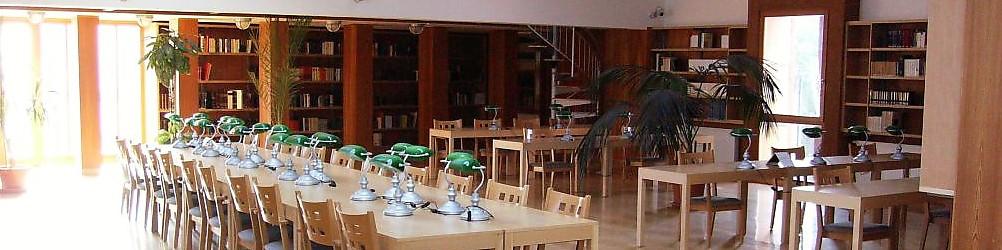 Szent Atanáz Görög Katolikus Hittudományi Főiskola Könyvtára:A jelenleg kb. 50.000 kötetből álló könyvállomány túlnyomó többségét a magyar és idegen nyelvű filozófiai és teológiai művek alkotják, de a könyvtár gyűjtőkörébe tartozik a humán tudományokkal foglalkozó irodalom és a keleti egyházművészet is.